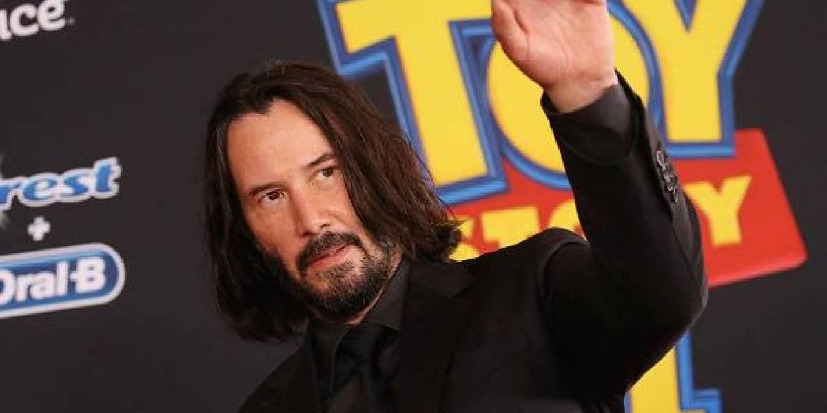 Keanu Reeves: ¿por qué no toca a las mujeres en las fotos?