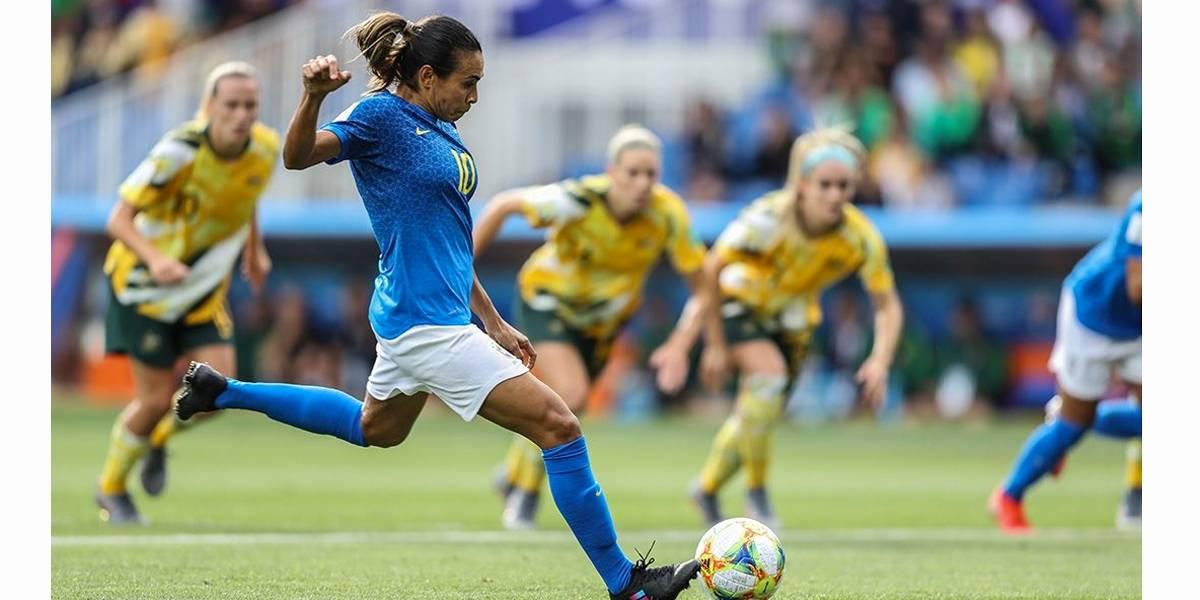 Marta e Cristiane marcam, mas Brasil leva virada da Austrália e perde a 1ª no Mundial