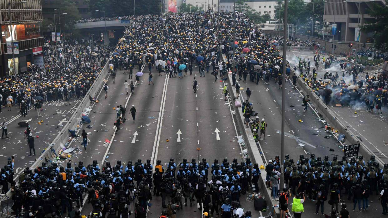 Gobierno Chino se queja contra Apple por permitir aplicación que ayuda a manifestantes en Hong Kong