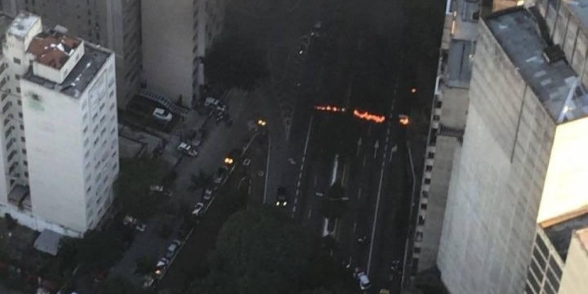 Greve Geral: Protestos ateiam fogo a pneus e bloqueiam Corredor Norte-Sul, Anhanguera e outras vias