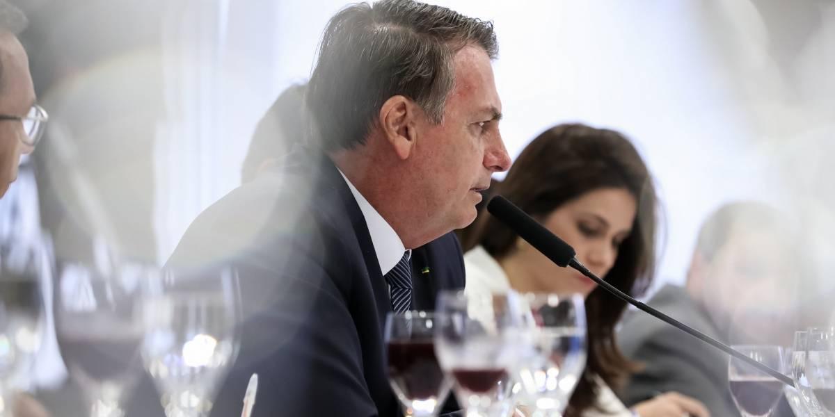 Bolsonaro anuncia demissão de presidente dos Correios por fotos com oposição