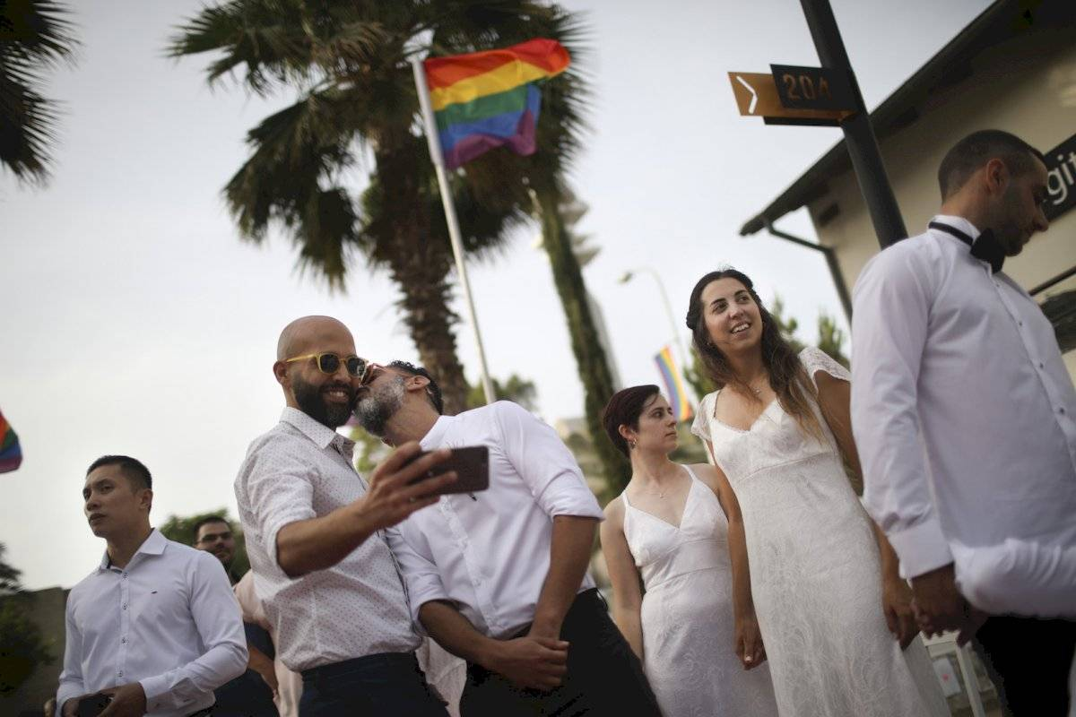 Multitudinaria marcha LGBT+ en Tel Aviv Foto: AP