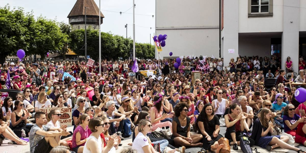 Con huelga, mujeres en Suiza protestan por falta de igualdad