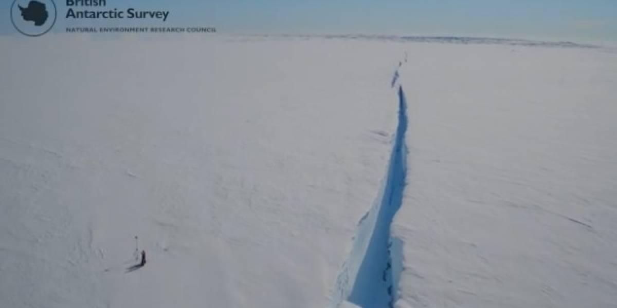 """Grietas dormidas se reactivaron: el nuevo iceberg colosal que está a """"un paso"""" de fracturar la Antártica y que genera alerta en la comunidad científica"""