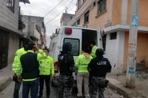 Quito: Un hombre intentó lanzarse del tercer piso con su hija