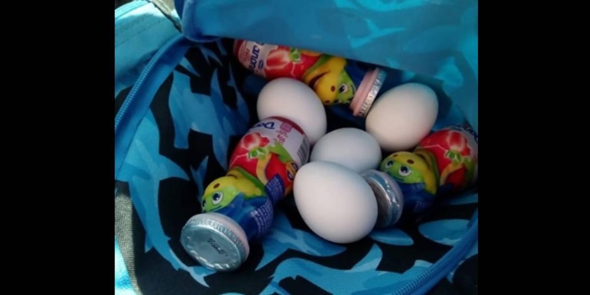 Necesitamos más ejemplos así: niño lleva al kínder huevos y yogurt escondidos en su mochila para dárselos a un compañero que nunca tenía qué comer al almuerzo
