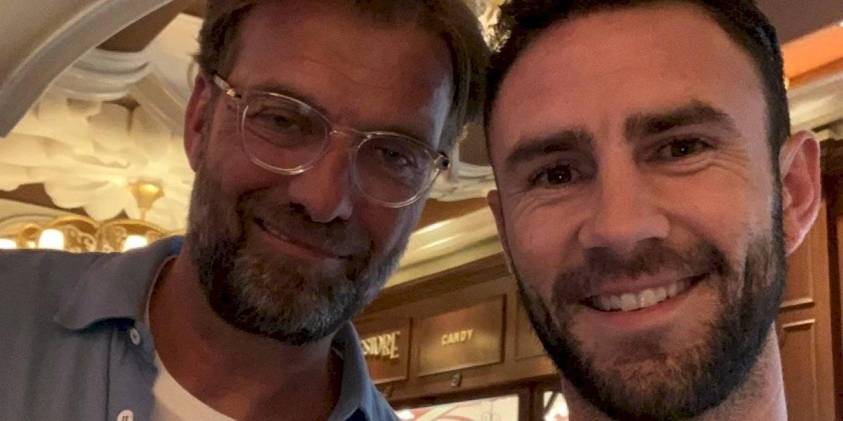 Miguel Layún llega a Liverpool y se fotografía con Klopp