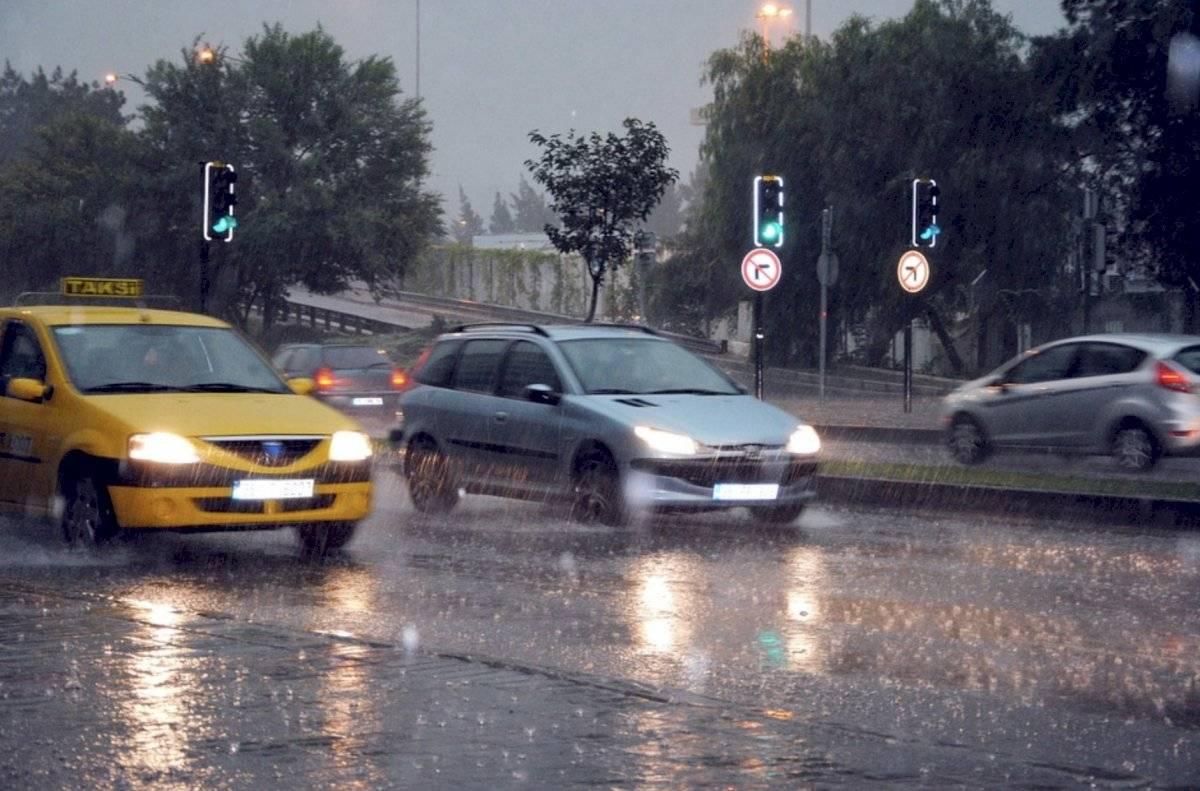Lluvia en carretera