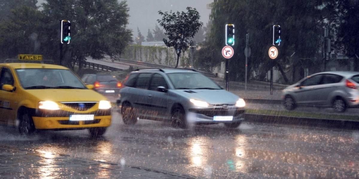 Conductores no disminuyen la velocidad en lluvia ni con pavimento mojado, estudio