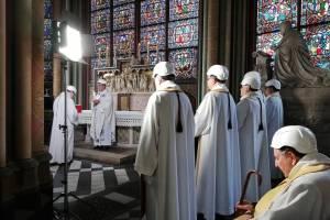 Imágenes de la primera misa en Notre Dame