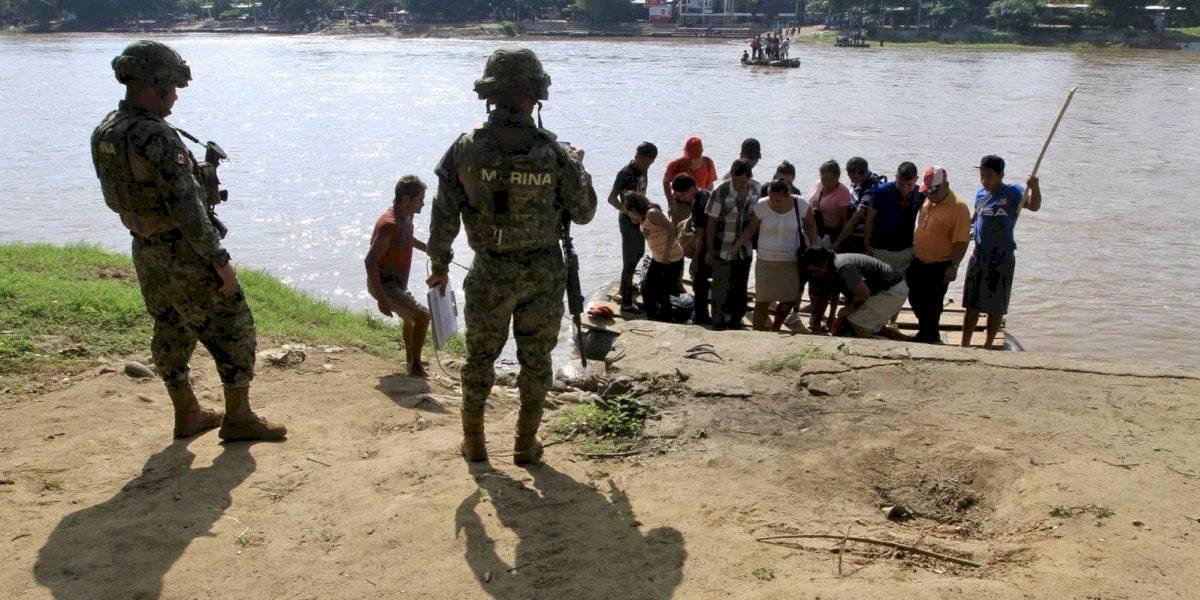 Marina impide el paso de migrantes en la frontera con Guatemala