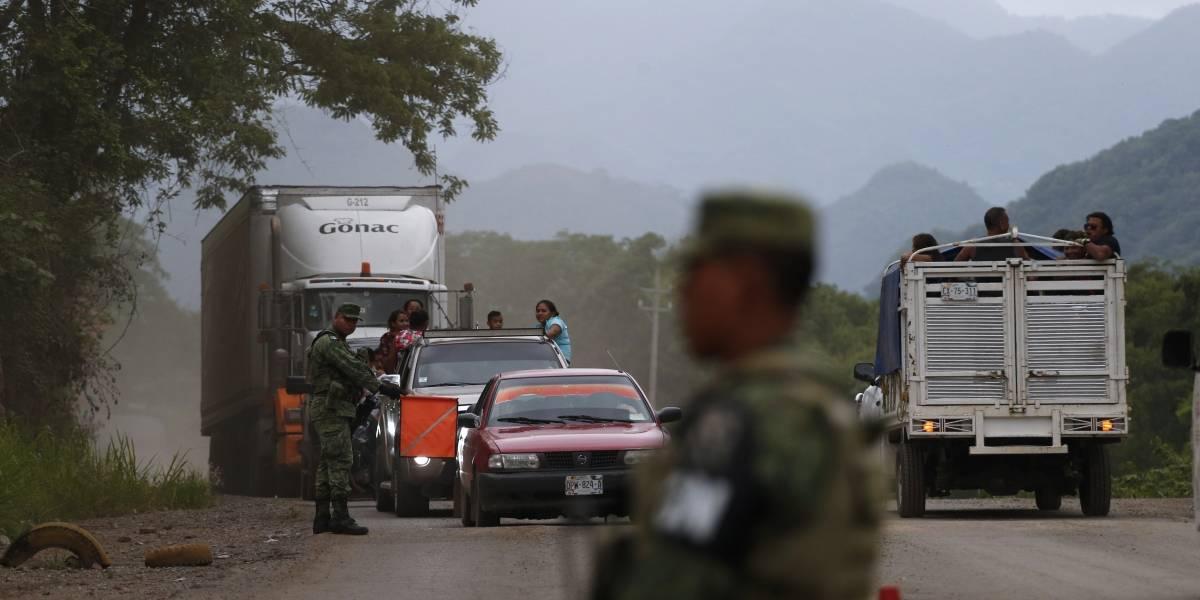 Policía mexicana atrapa a 791 migrantes intentando cruzar en camiones