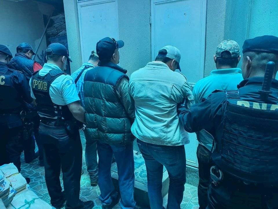 capturan a hombres armados frente a centro de votación en Santa Rosa