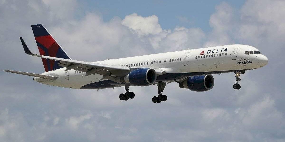 Piloto tuvo que desviar un vuelo tras gigantesco escándalo de un pasajero