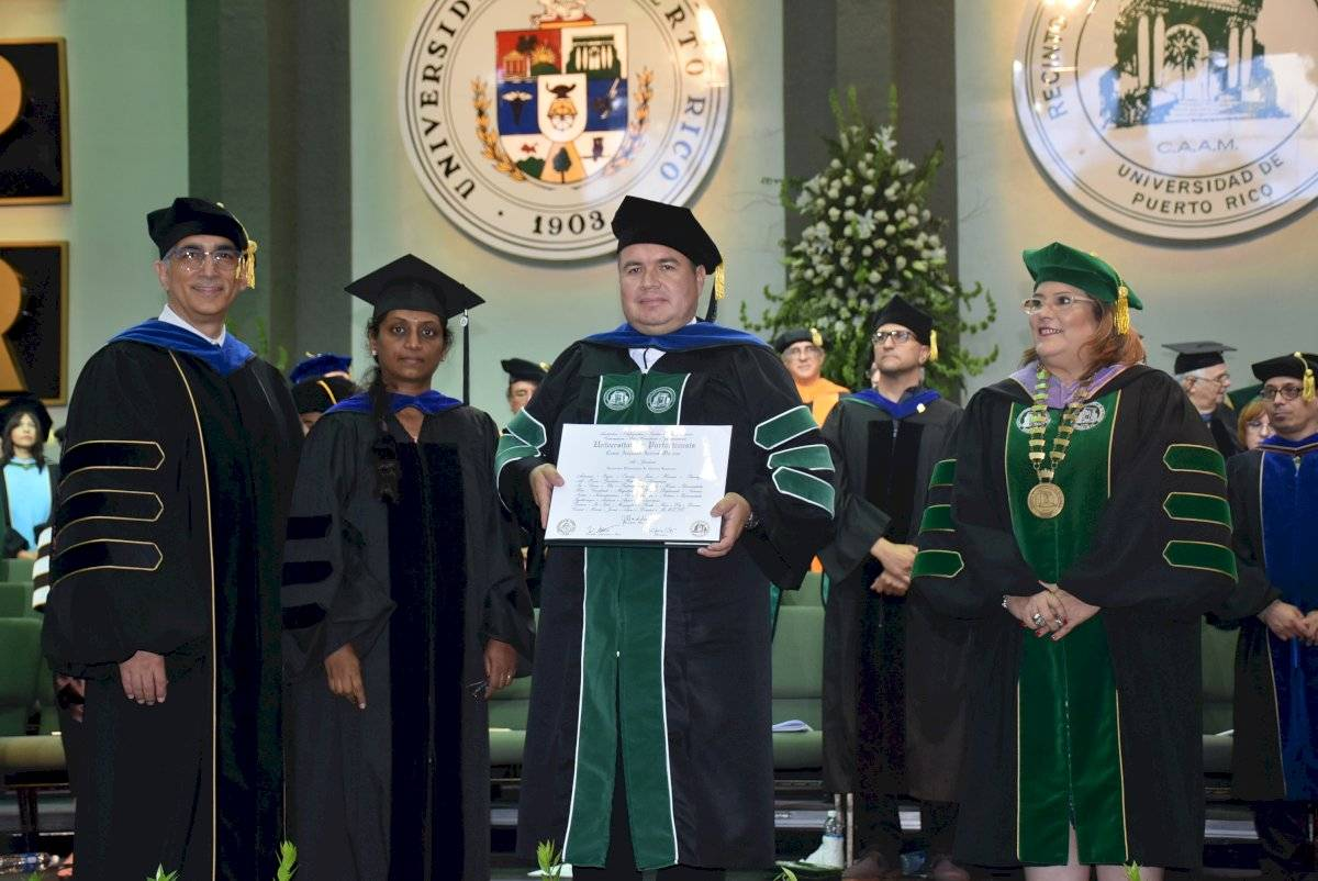 César Augusto Aceros Moreno, primer grado de doctorado Ingeniería Eléctrica