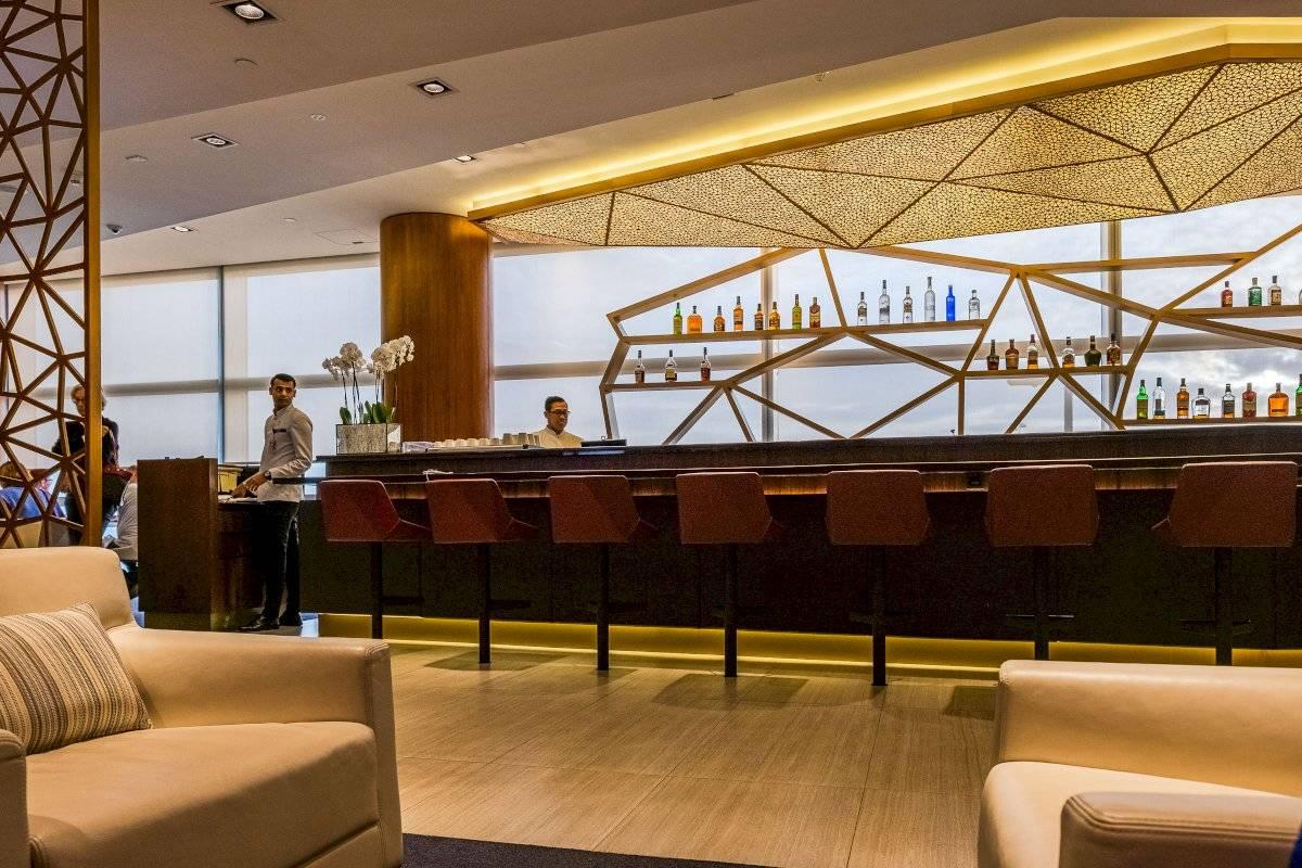 El check-in literalmente es un lounge súper lujoso Suministrada por Latitud Perfecta