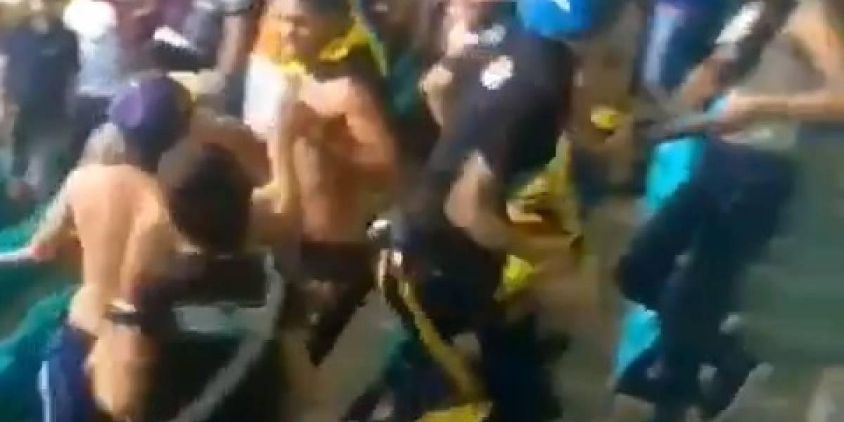 (Video) Hinchas colombianos protagonizaron vergonzosa pelea en Brasil