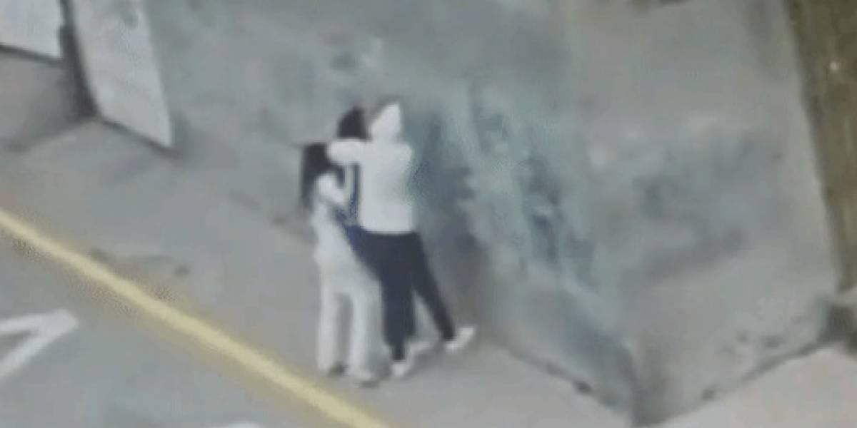 Video: joven es víctima de robo a mano armada en Bogotá