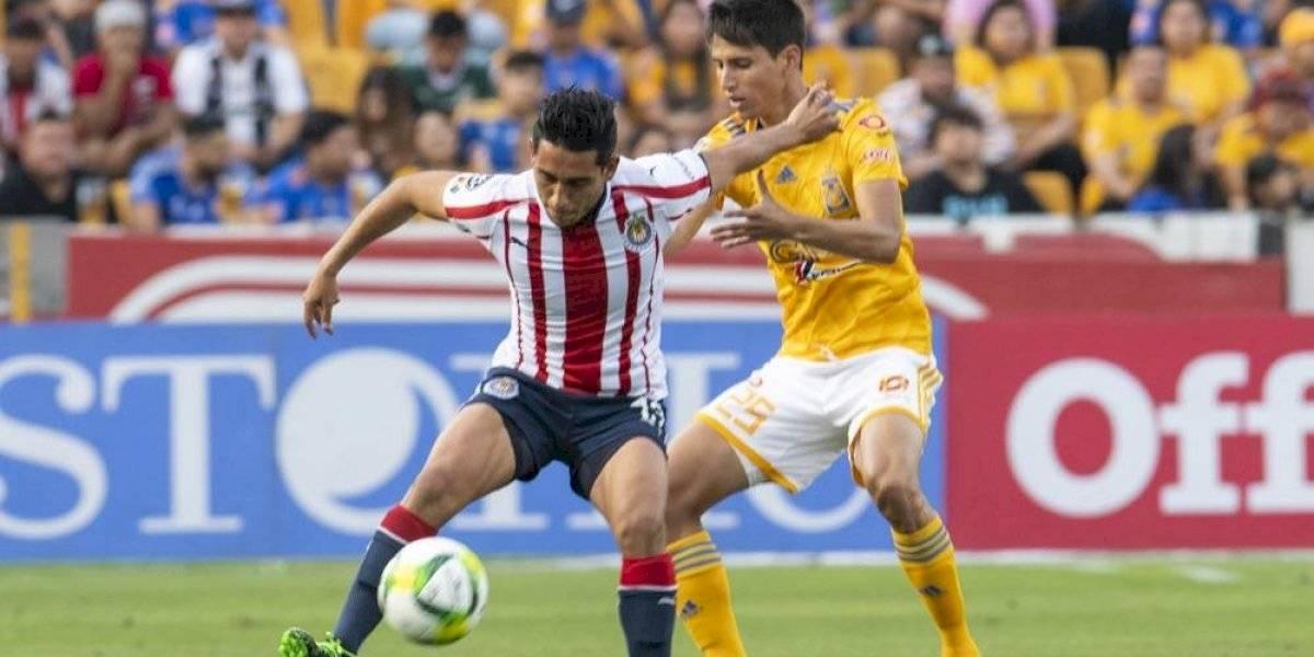 Sandoval reconoce que no se ha mostrado al máximo con Chivas