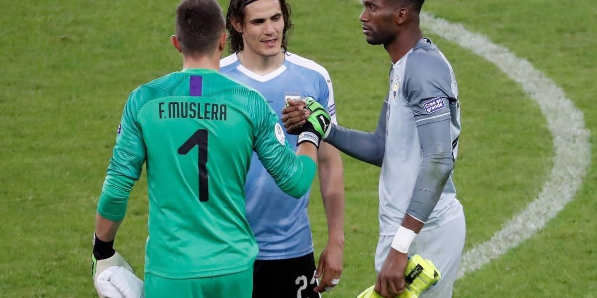 Cavani reveló lo que le dijo a Domínguez en el partido Uruguay vs Ecuador
