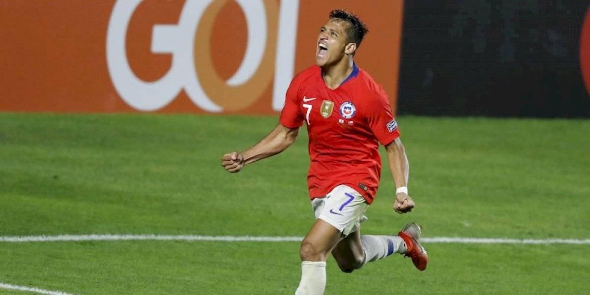 Chile inicia la defensa de su título con goleada a Japón