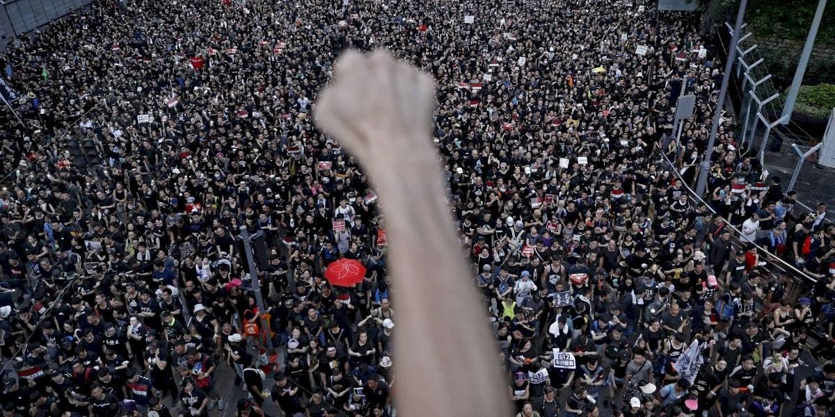 Manifestantes de Hong Kong ahora van por la cabeza de la jefa de Gobierno