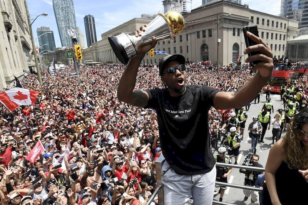 Leonard fue de los más ovacionados. / AP
