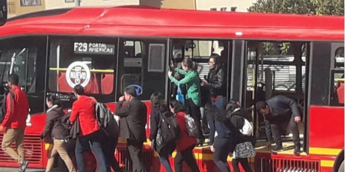 Uno de los nuevos buses de Transmilenio que llegaron a Bogotá se varó en el primer día