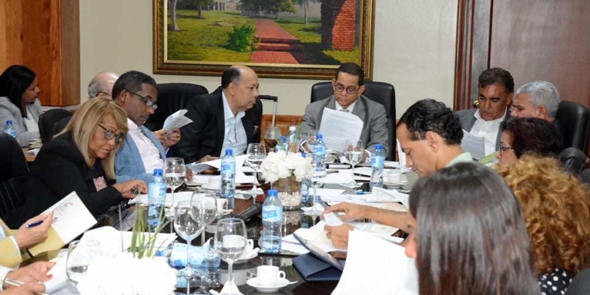 Comisión que estudia proyecto de ley dispone disolución del IDSS presentará informe