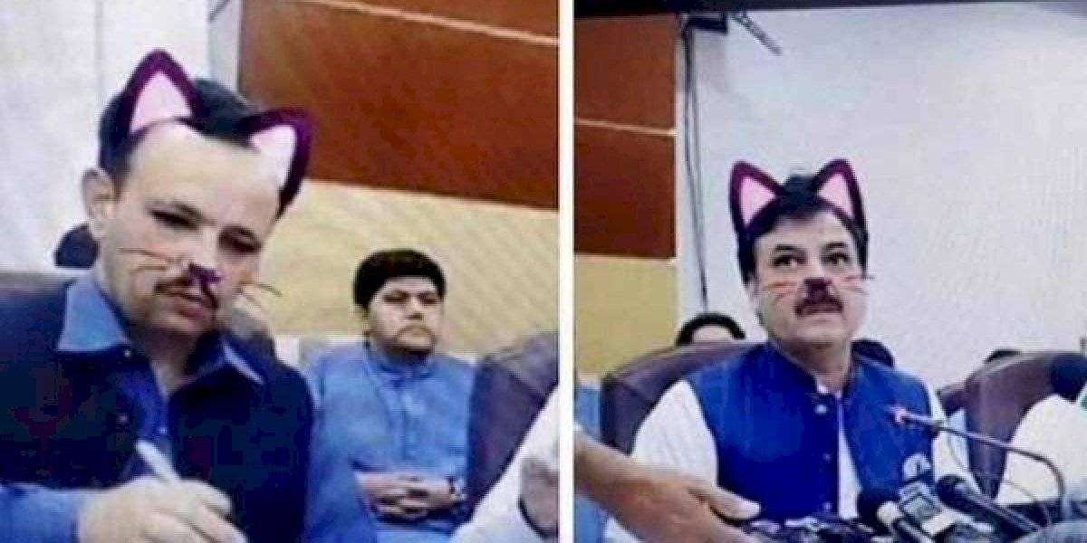 Político olvida apagar filtro de gato mientras transmitía conferencia por Facebook Live