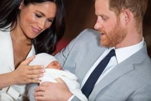Meghan y Harry junto con su primer hijo