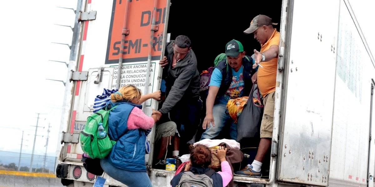 Detectan con rayos x a migrantes que viajaban en camión