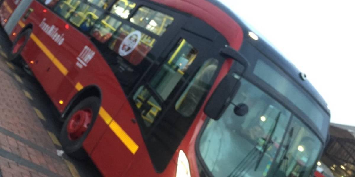 Placa del techo de bus nuevo de TransMilenio cayó sobre pasajeros