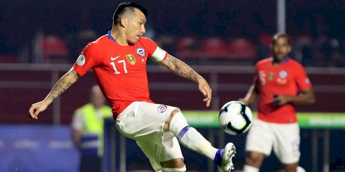 Medel reescribe la historia de la Roja, supera a Bravo y es el segundo jugador con más partidos