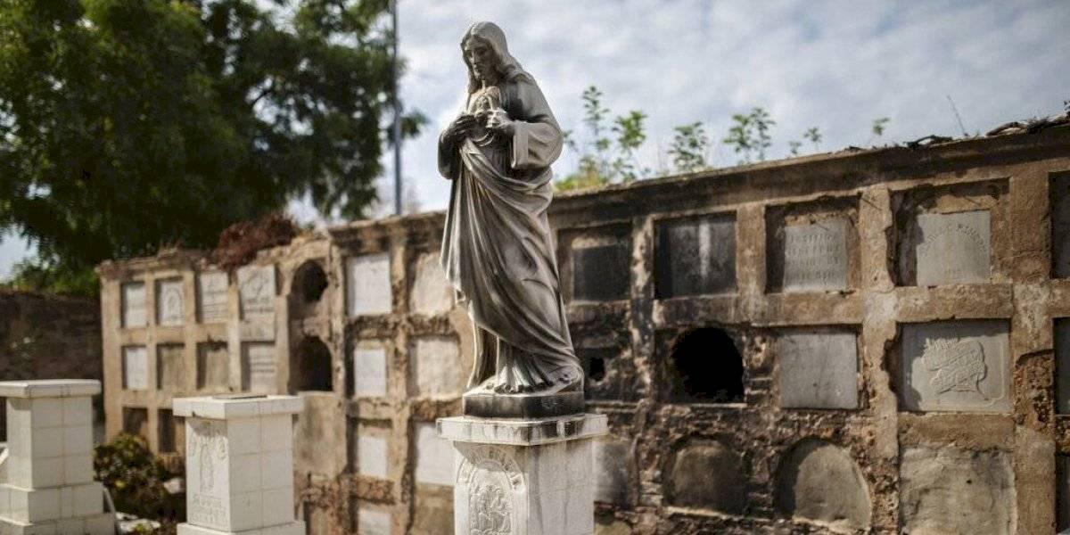 """""""Se llevaron hasta los dientes de oro de los muertos"""": ni siquiera los cementerios están a salvo de la crisis que golpea a Venezuela"""