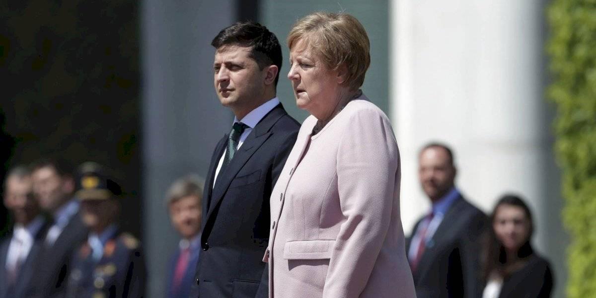 ¿Merkel tiene problemas de salud? Las imágenes de la canciller alemana temblando en acto oficial que desatan los rumores