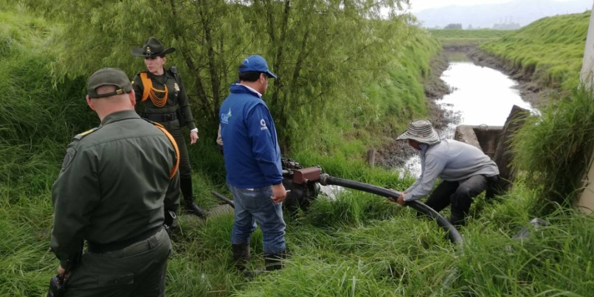 Capturan a hombre que extraía aguas del río Bogotá para regar cultivos