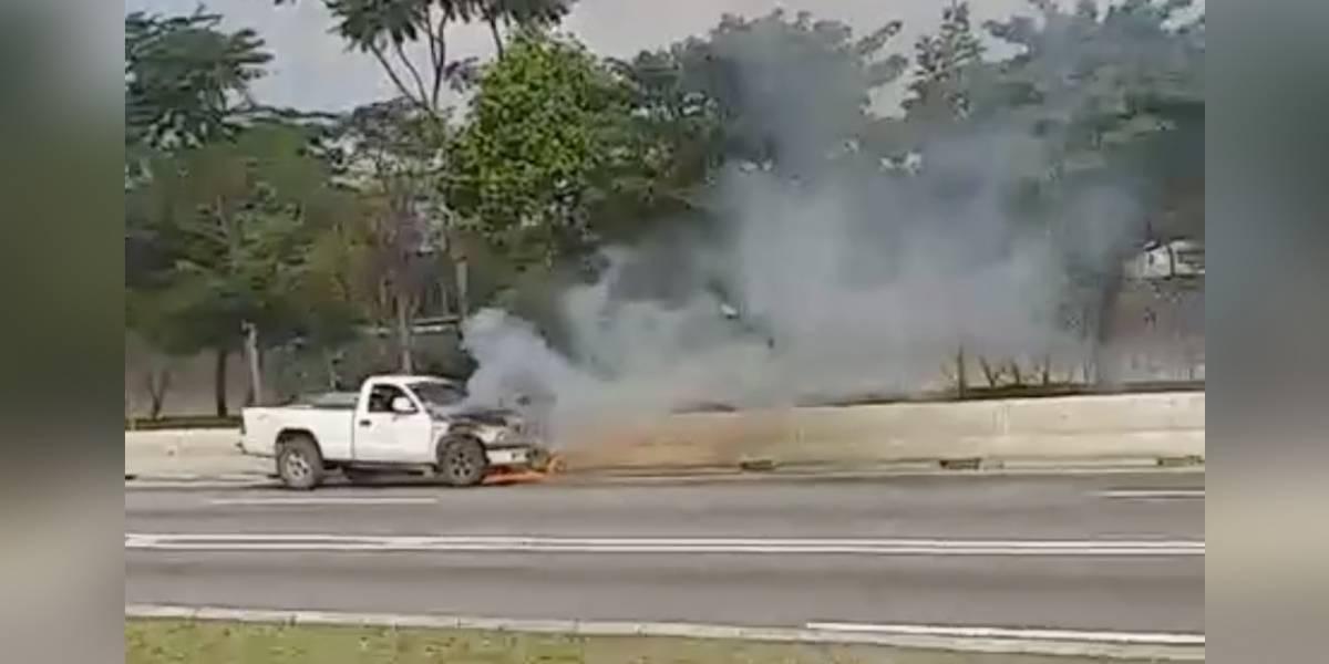 Marginal Tietê tem pista expressa interditada após carro pegar fogo