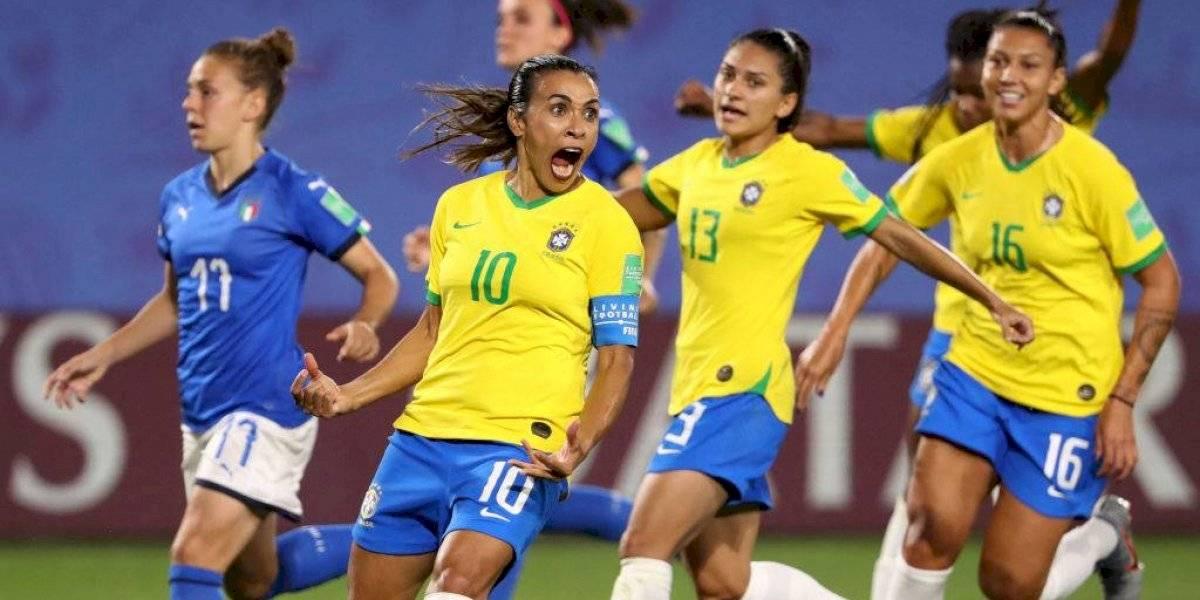 La interminable Marta hizo historia en el Mundial femenino y metió a Brasil en octavos de final