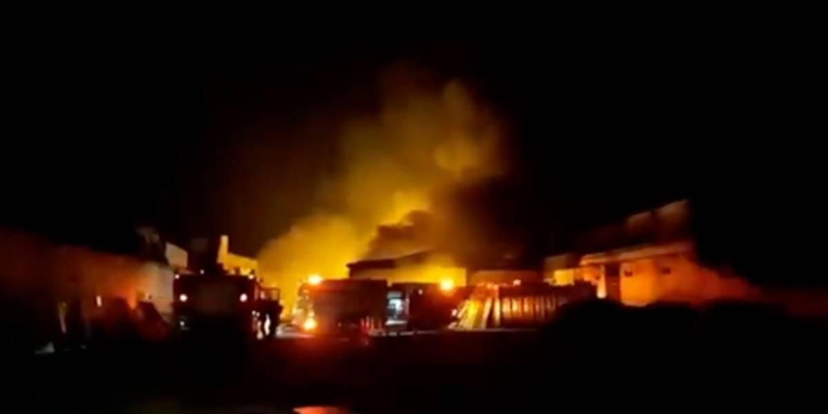 Depósito de móveis das Casas André Luiz é atingido por incêndio