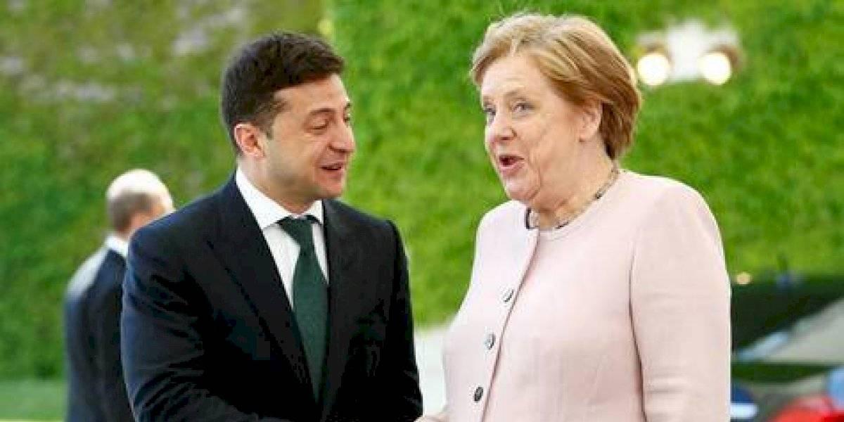 Merkel preocupa tras verse temblorosa en acto oficial