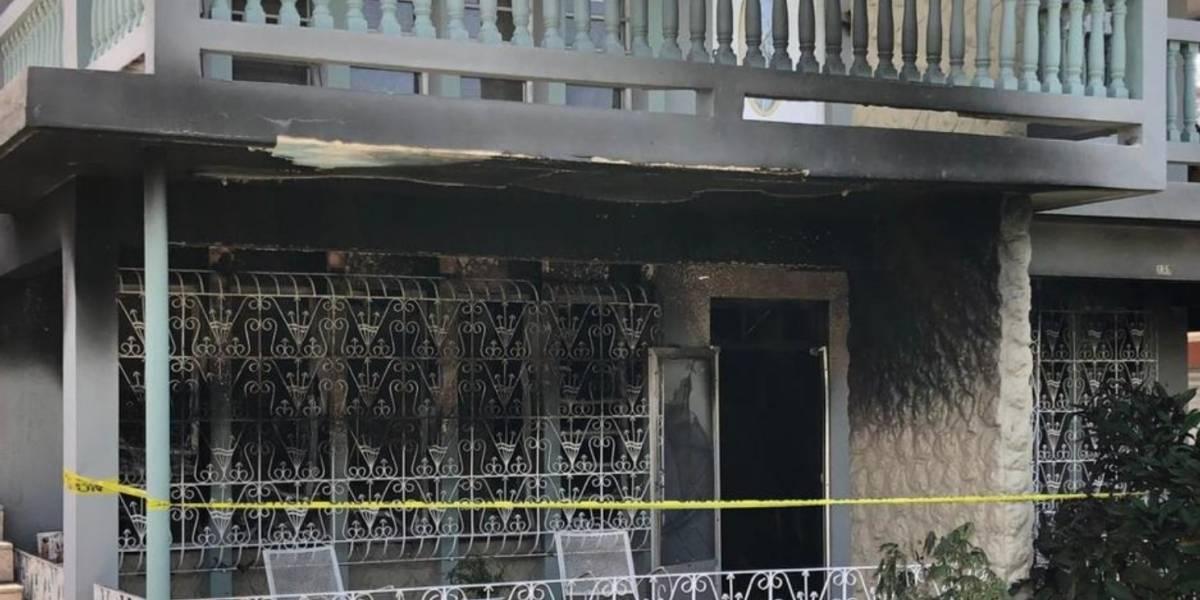Joven incendia la residencia de su madre tras discutir con familiares en Moca