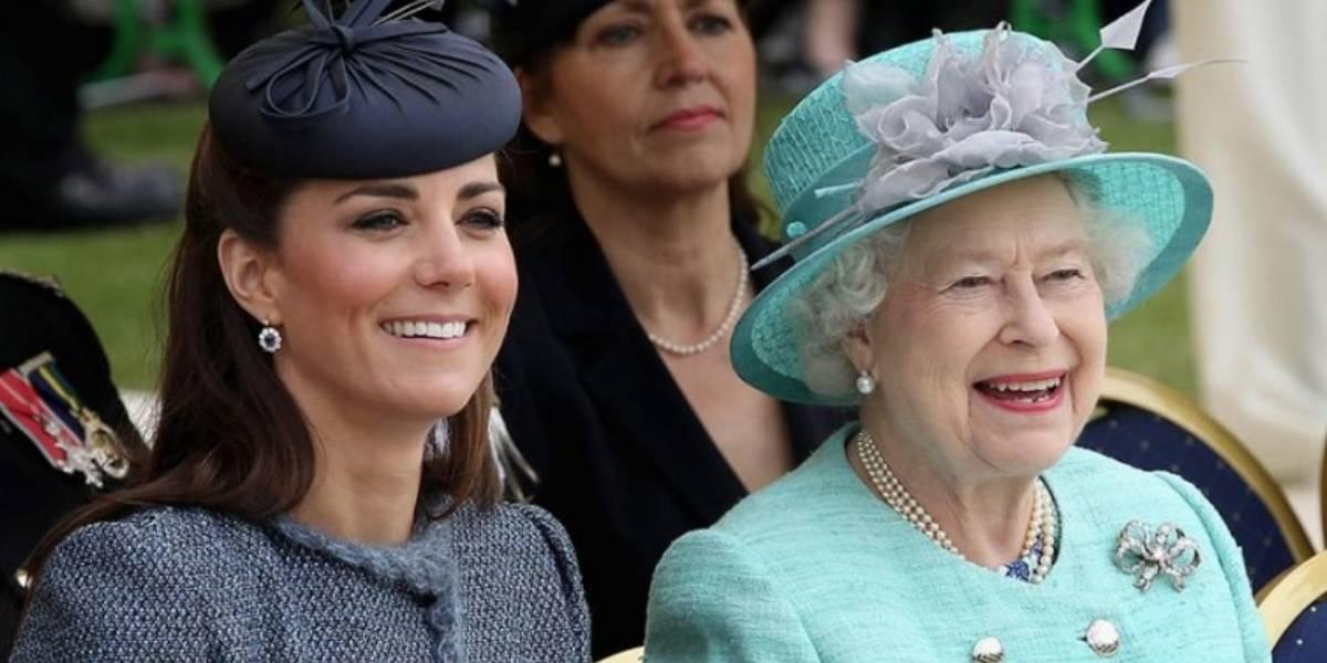 La reina Isabel le entrega el cargo que ocupó por 67 años a Kate Middleton