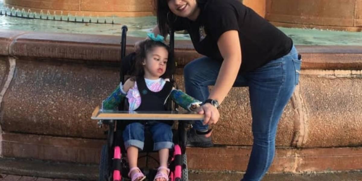 Madre denuncia robo de silla de ruedas de su hija con discapacidad en Santurce