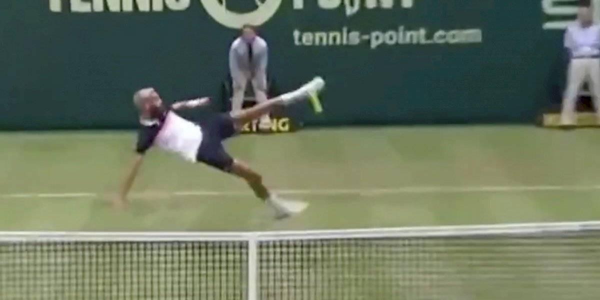 VIDEO: Paire pierde la raqueta y se pone a jugar fut-tenis con Tsonga