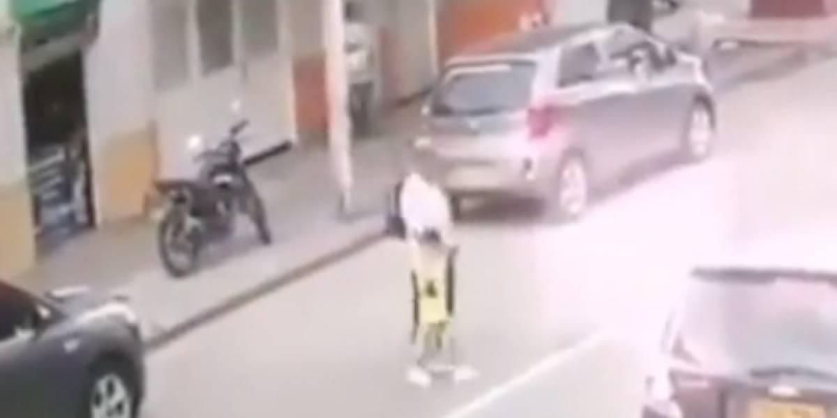 Motociclista atropelló a una anciana y su pequeño nieto y se dio a la fuga
