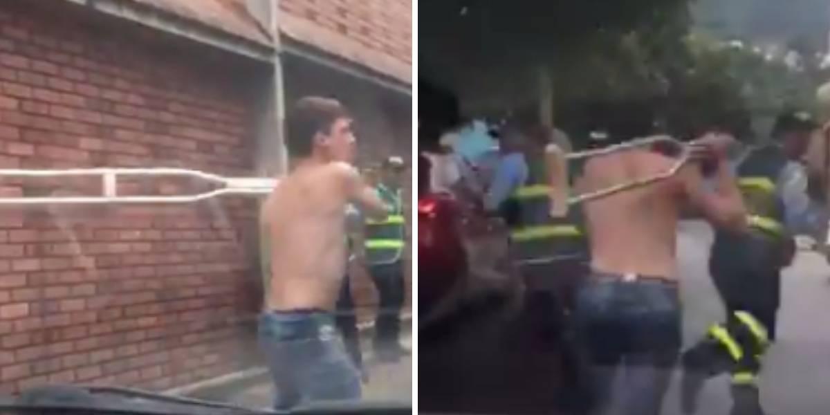 (VIDEO) Motociclista le quita muleta a un discapacitado para golpear a agentes de tránsito