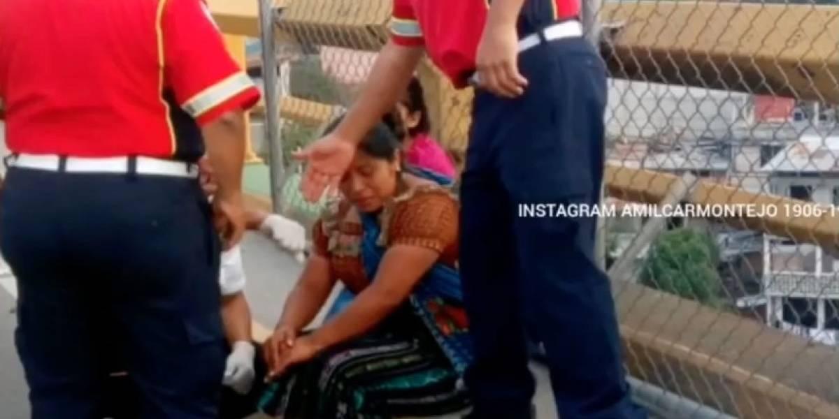 Rescatan por segunda ocasión a mujer que intentaba quitarse la vida en puente