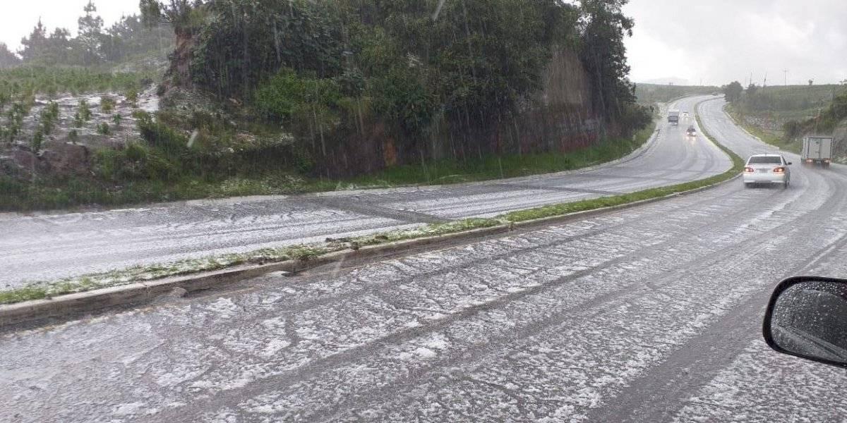 VIDEO. ¡Calles se tiñen de blanco! Granizo sorprende a pobladores de Sololá