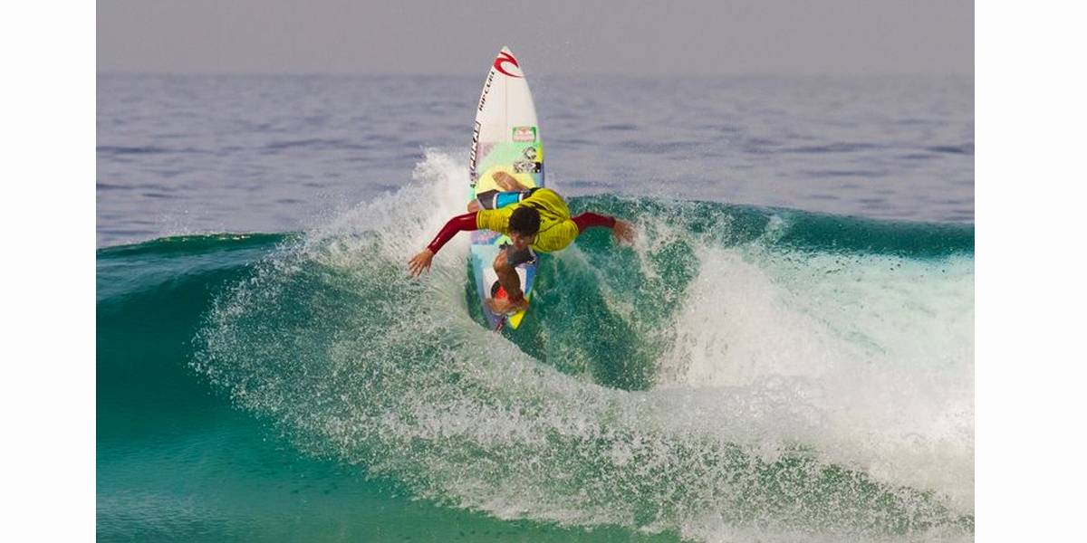 Medina vence etapa no mundial de surfe